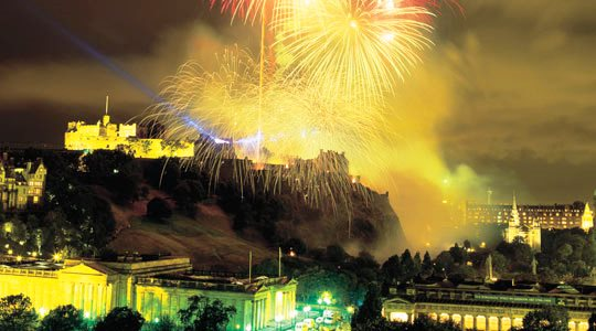 Edinburgh-fireworks-at-Hogmanay