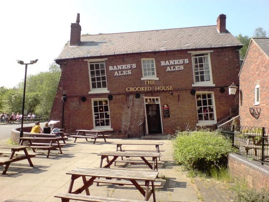 Crooked_house_dudley