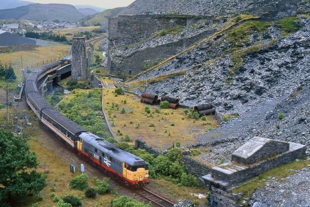 Train_in_Blaenau_Ffestiniog